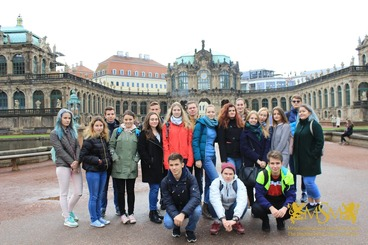 group students photo in Dresden msmstudy.eu