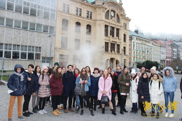 group photo of students in Karlovy Vary msmstudy.eu