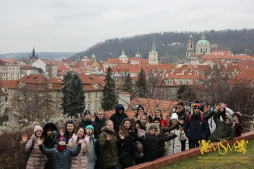 group photo on Prague background msmstudy.eu