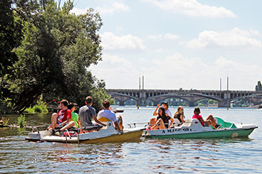 students on the Vlatav River in Prague msmstudy.eu